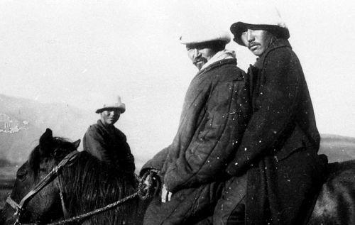 Кыргызы в калпаках