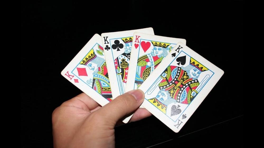 Милиционеры играли в карты игра карты мокрая курица играть
