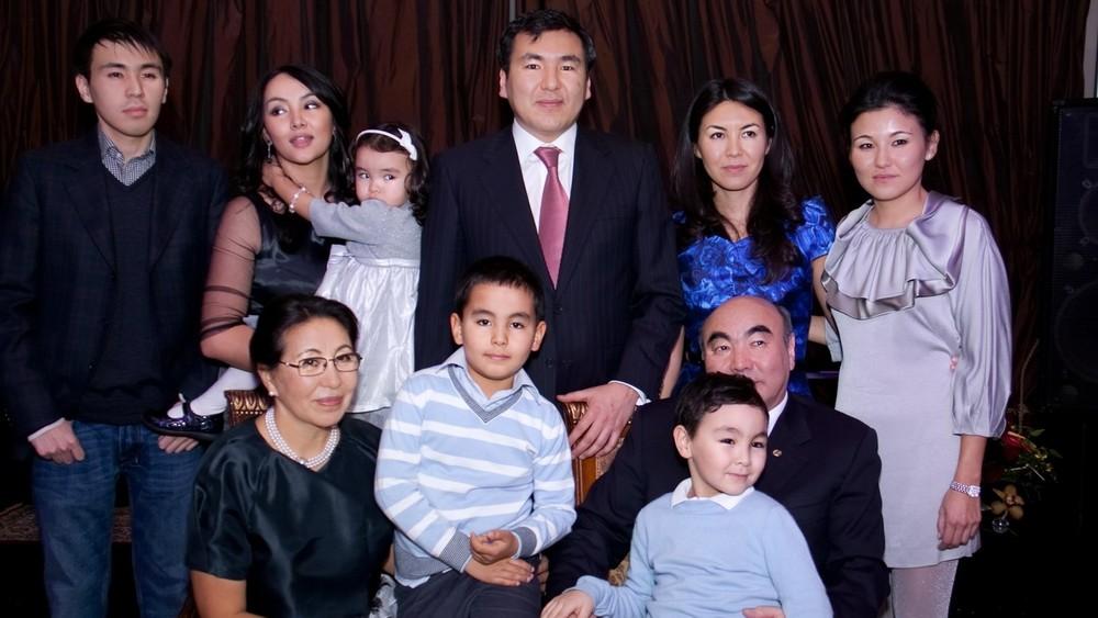 Семья Акаевых