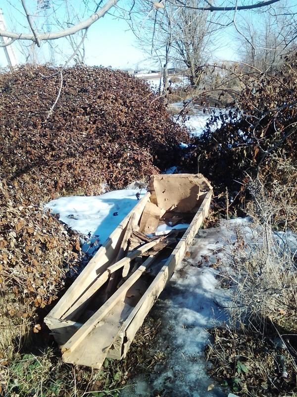 Turmush: На кладбище Кара-Балты нашли выкопанный из земли гроб. Видео