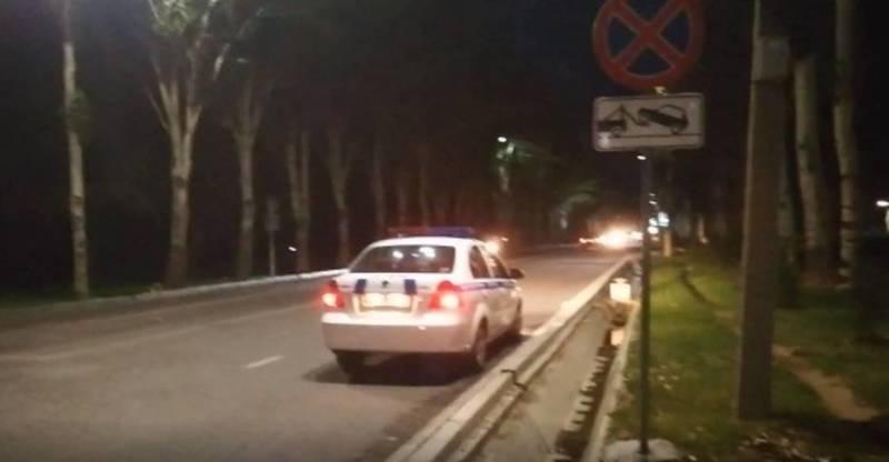 Патрульная машина припаркована в неположенном месте на проспекте Айтматова. Видео