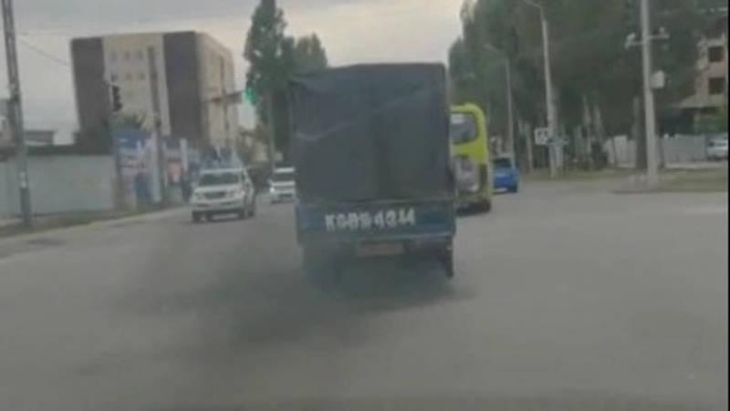 Можно ли дымящим авто ездить по городу? - горожанин