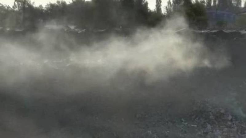 В карьере 11 мкр снова горит мусор. Фото