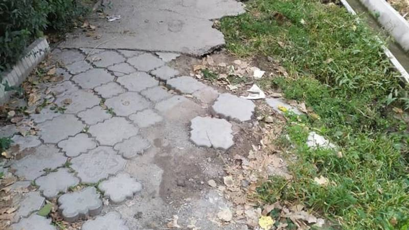 «Тротуары - лицо мэрии». Бишкекчанка Евгения жалуется на состояние тротуаров в центре города