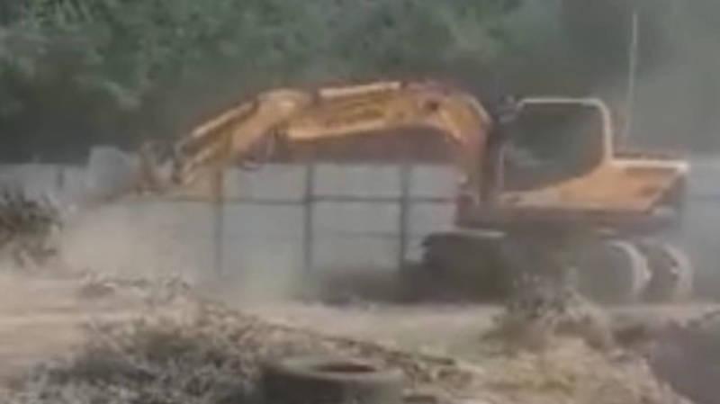 В парке Ататюрка на огороженной территории продолжается строительство, - горожанка