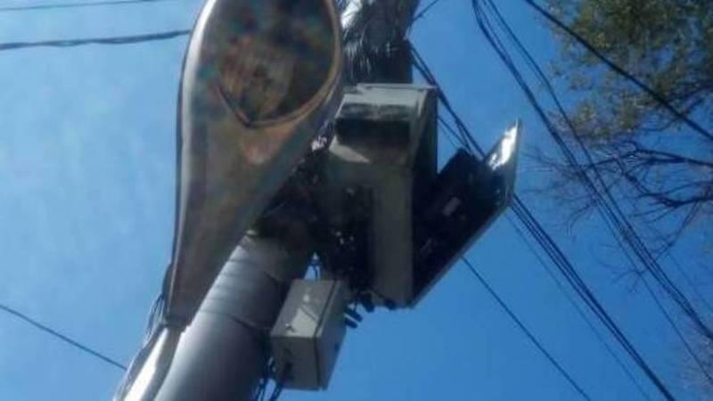 На проспекте Айтматова открыт щит блока управления камерами на светофоре, - очевидец