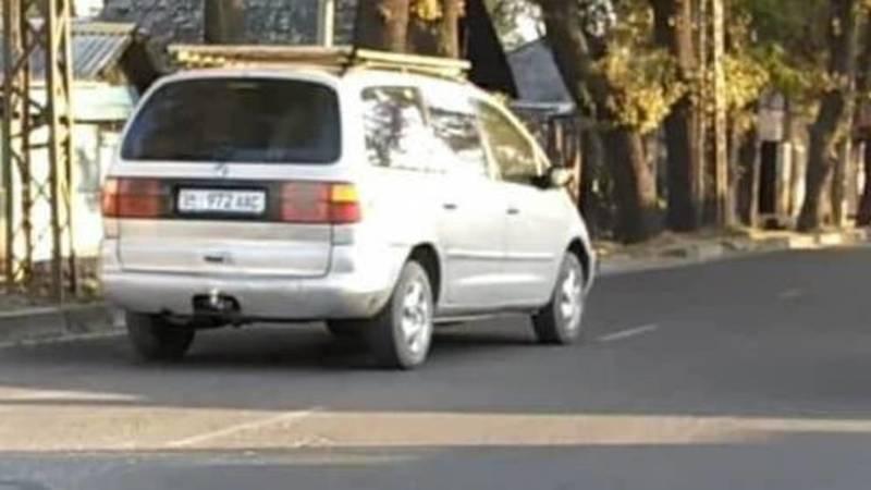 На Абдрахманова - Элебесова водители машин нарушают ПДД