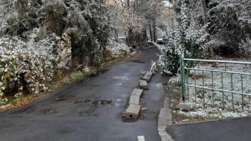Первый снег в Бишкеке. Фото горожан