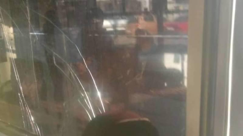 В троллейбусе №4 заводское стекло заменено на обычное листовое, - очевидец