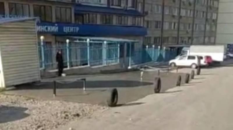 Законно ли медцентр на ул.Т.Айтматова огородил муниципальную парковку? - горожанин