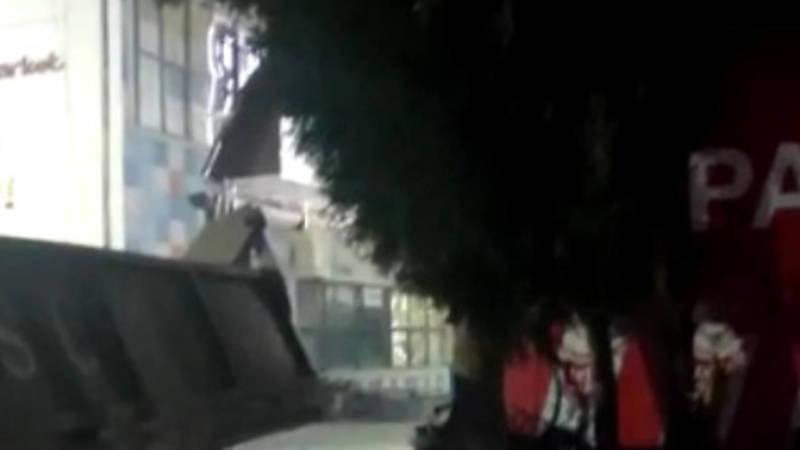 На ул.Валиханова неизвестные хотели спилить ель, но очевидцы их остановили. Видео