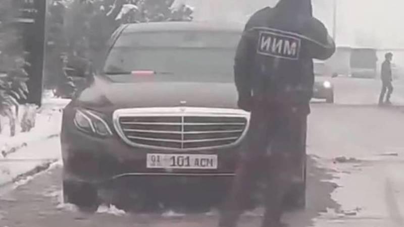УВД проводит проверку по факту, что сотрудник МВД патрулировал на авто с подложными номерами