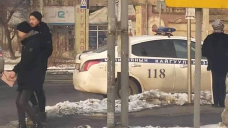 Сотрудник Патрульной милиции был оштрафован на 1000 сомов за парковку на зебре