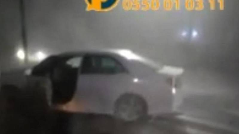 Водитель машины врезался в столб, скрываясь от сотрудников правоохранительных органов, - очевидец