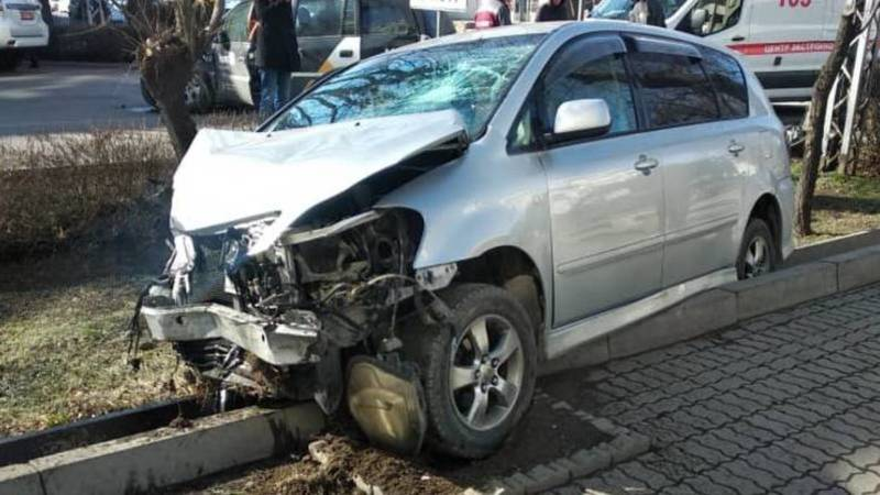 На Московской произошло ДТП с участием машины «Яндекс Gо». Фото