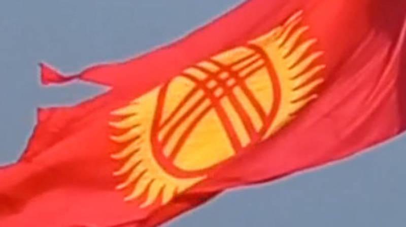 На горе Боз-Болток порвался флаг. Видео