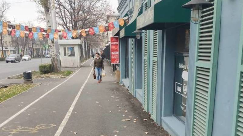 Горожанин жалуется на вывеску кафе Bellagio. Фото