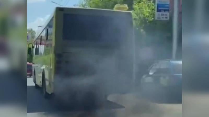 В Оше дымит муниципальный автобус. Видео