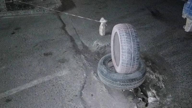 На Жибек Жолу образовалась яма на дороге. Фото
