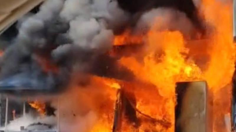 В 8 мкр сгорела тандырная. Видео