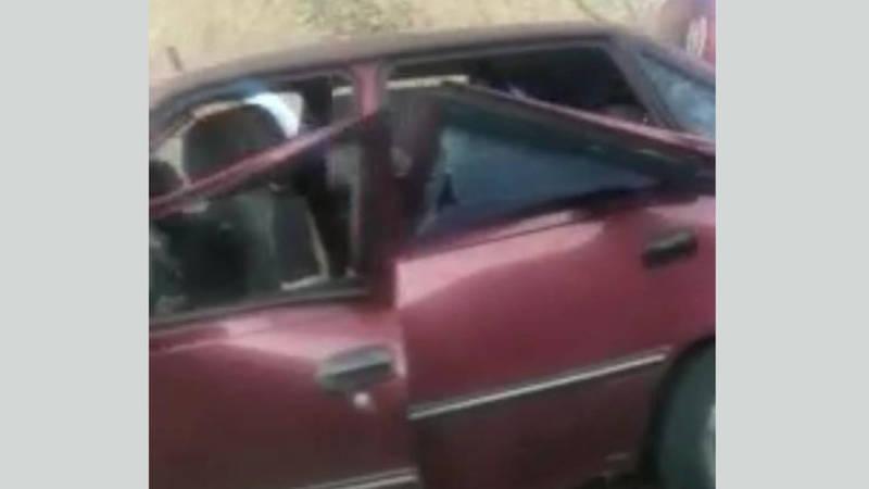 В Бооме машину разделило пополам после удара в разделительный блок. Видео