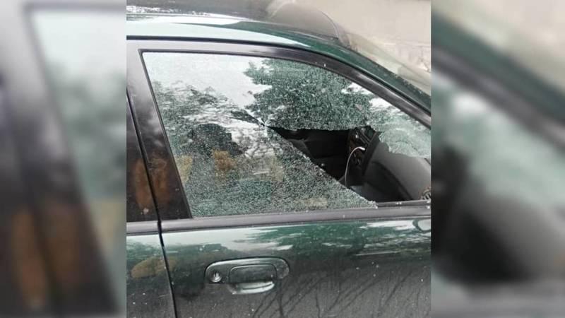 Возле Ошского рынка разбили стекла машины, - очевидец