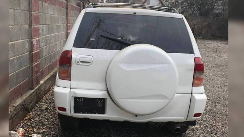 На Логвиненко-Чуйкова стоит Toyota без заднего госномера, - читатель (фото)