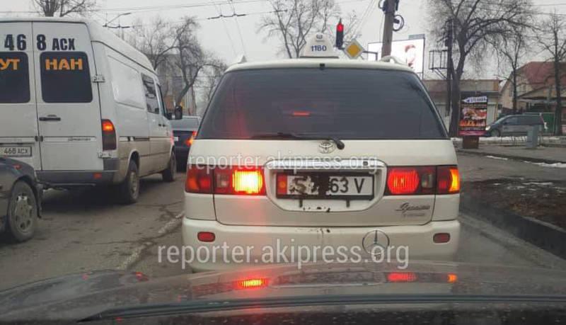 Фото — Водители начали прятать госномера автомашин из-за Безопасного города