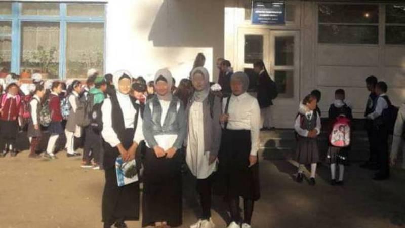 В школу не пускают девочек в хиджабе? Ответ Минобразования