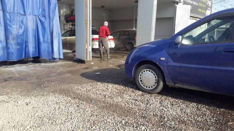 Горожанин интересуется, законно ли работает автомойка на улице Койбагарова возле школы №60?