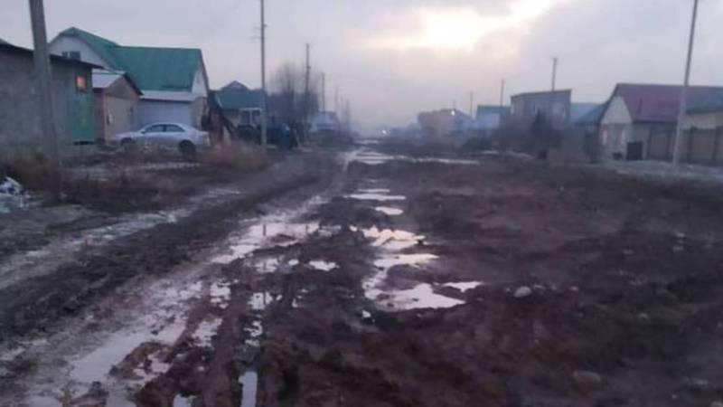 Улица Ак-Дөөлөт в жилмассиве Ак-Ордо пришла в негодность после прокладки канализации. Фото