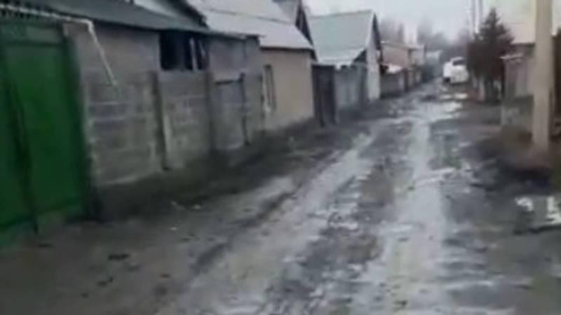 Житель жилмассива Ынтымак просит восстановить дорогу после прокладки канализационных труб. Видео