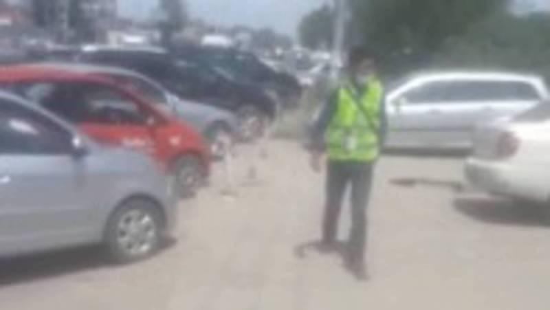 На ул.7 апреля возле Аламединского рынка деньги за парковку берут незаконно, - мэрия Бишкека