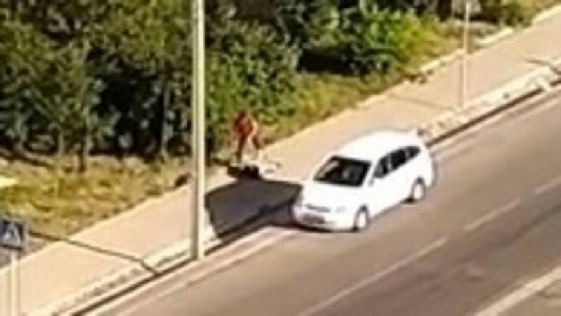 В Бишкеке водители не поделили дорогу и устроили драку. Видео очевидца