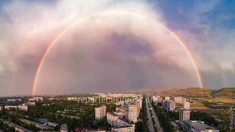 Двойная радуга в Бишкеке. Фото горожан