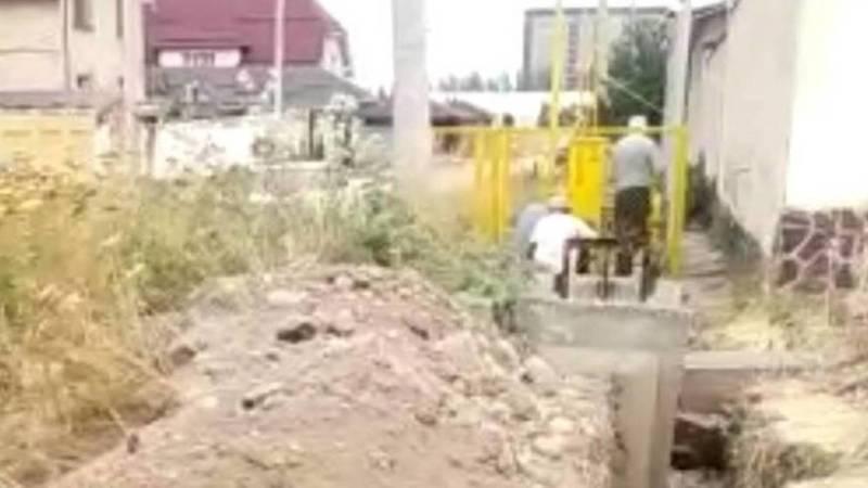Законно ли на ул.Бакаева прокладывают трубы для газа? - горожанин