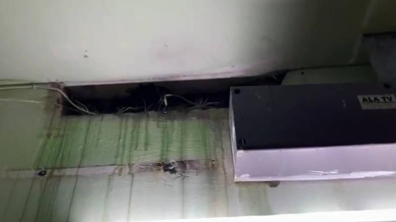 В Асанбае в одном из домов вода из труб капает в электрощиток. Видео