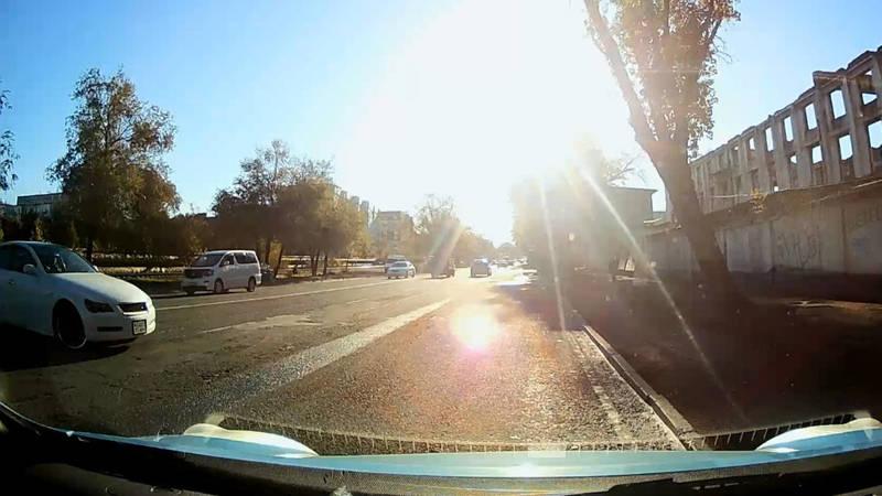 На Льва Толстого «Тойота Марк Х» проехала через двойную сплошную, - очевидец