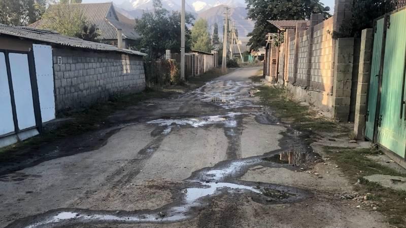 В селе Беш-Кунгей прорвало водопроводную трубу, - местный житель Нурлан