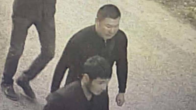 В Бишкеке из «Камри» украли деньги и ноутбук. Видео и фото подозреваемых