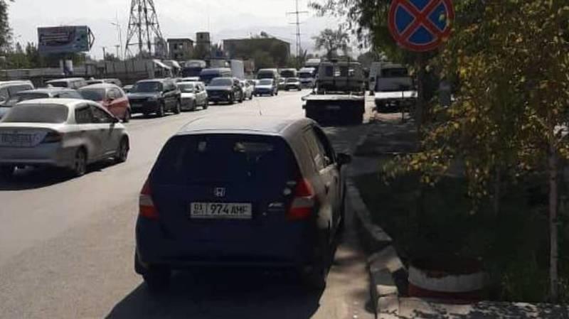 Водитель припарковал свой «Фит» в неположенном месте