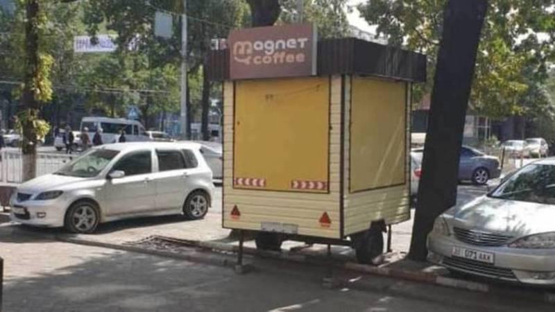 Будка для продажи кофе на ул.Киевской стоит незаконно, ее должны убрать, - мэрия
