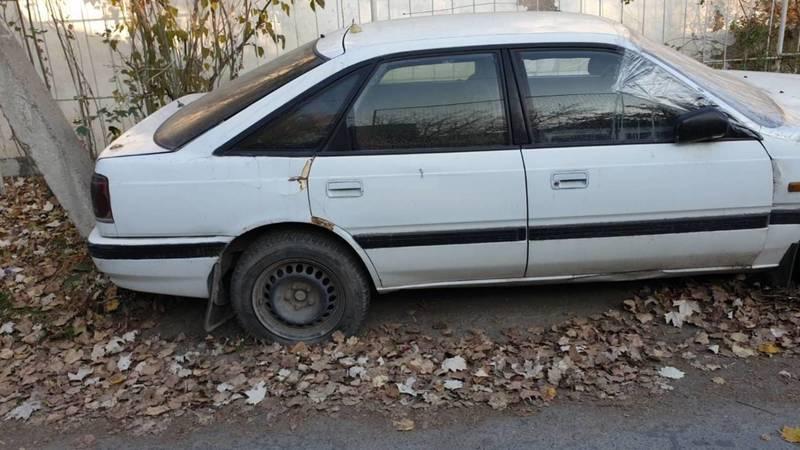 На ул.Баялинова стоит бесхозный автомобиль, - очевидец