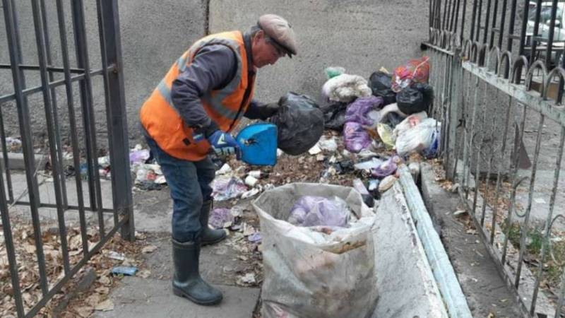 «Тазалык» убрал мусор на ул.Киевской. Фото