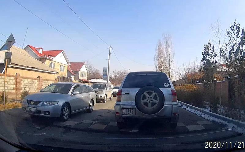 Водитель просит убрать лежачий полицейский на Димитрова