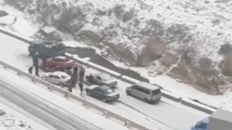 В Бооме во время снегопада «Мазда» въехала в грузовик, - очевидец