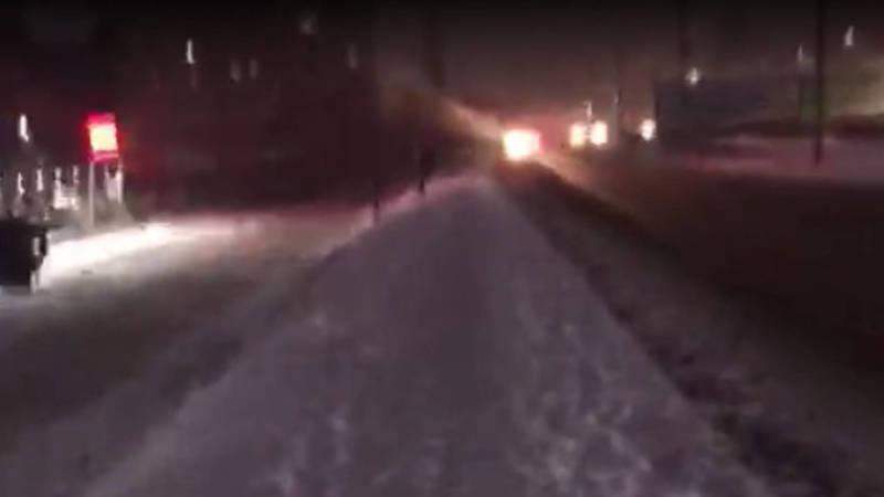 Бишкекчанин просит убрать снег с тротуара на ул.Малдыбаева