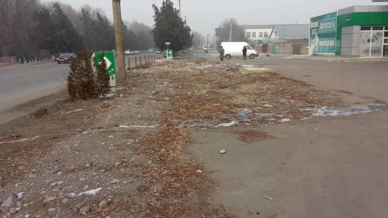 Почему мэрия Токмока до сих пор не восстановила тротуар по ул.Ибраимова? - местный житель