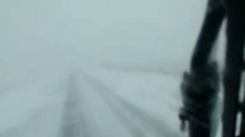 Нулевая видимость из-за снегопада на объездной. Видео
