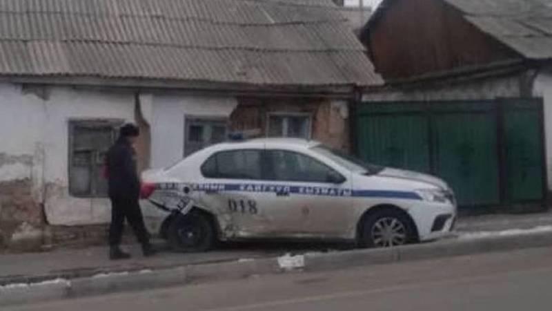 Тойота протаранила автомашину патрульной милиции. Видео